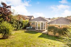Detached Bungalow To Let  Huddersfield West Yorkshire HD2