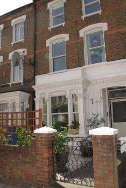 Flat To Let Fionsbury Pasrk London Greater London N4